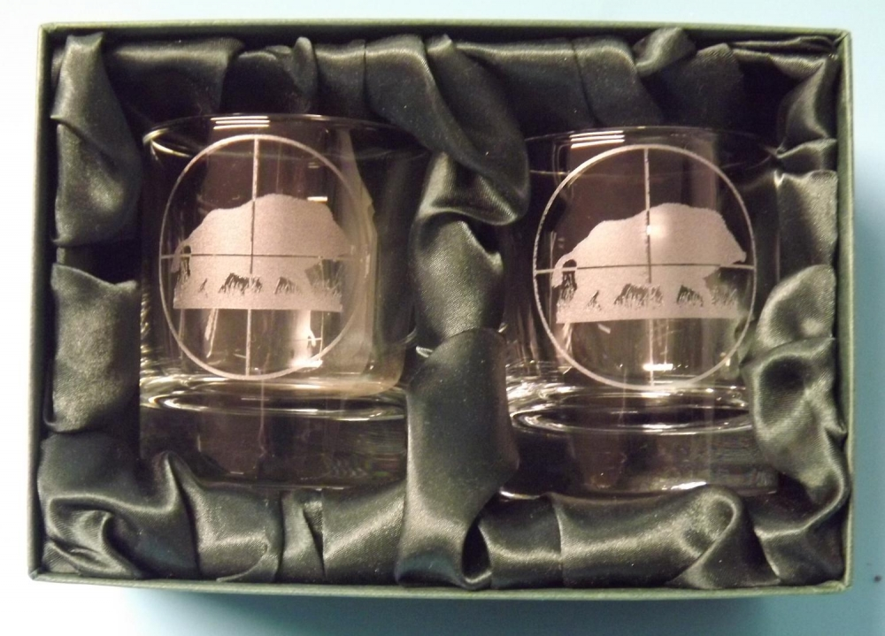 2 engraved whisky glasses with boar/scope image