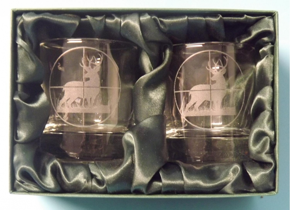 2 engraved whisky glasses with deer in scope image