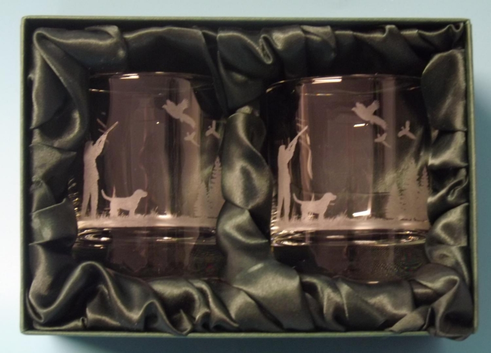 2 engraved whisky glasses with pheasant shooting scene image
