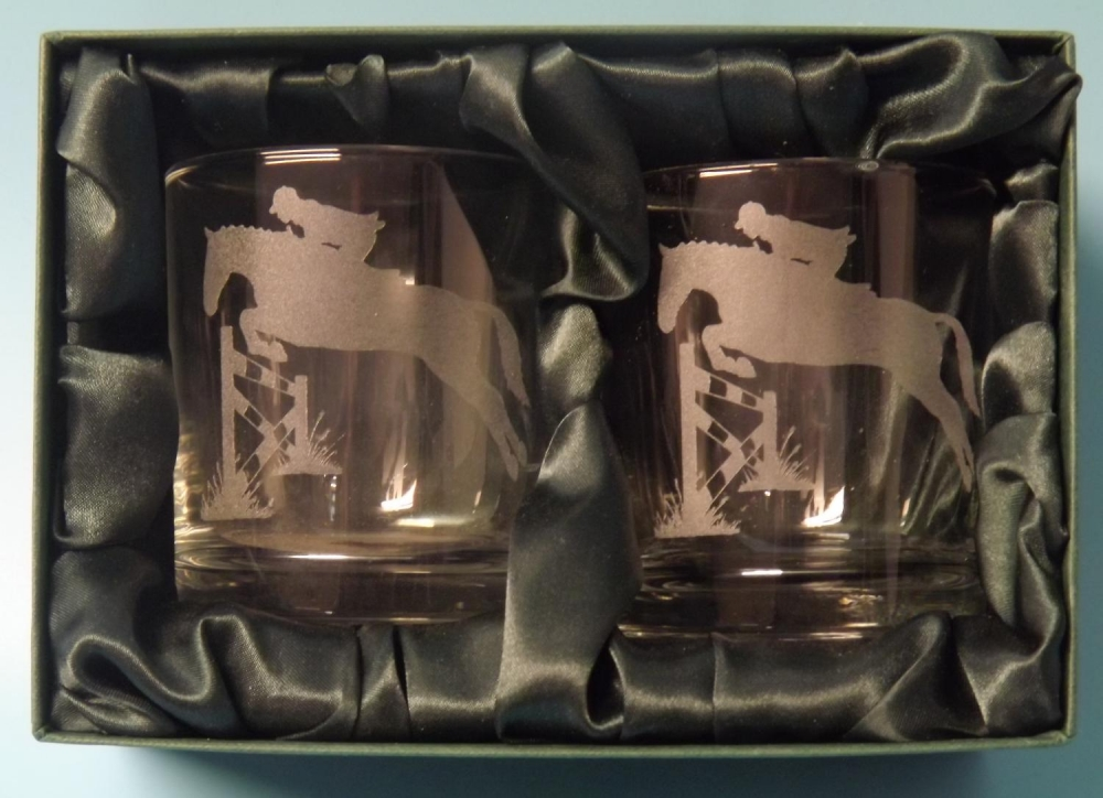 2 engraved 20cl whisky glasses with show jumping image