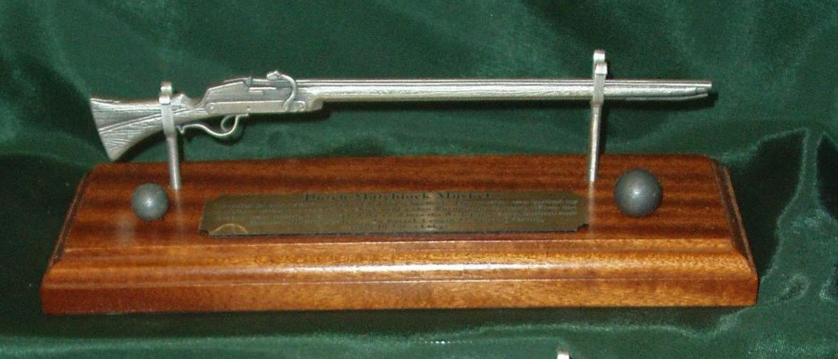 Pewter 1/6 military rifle on solid light mahogany wooden